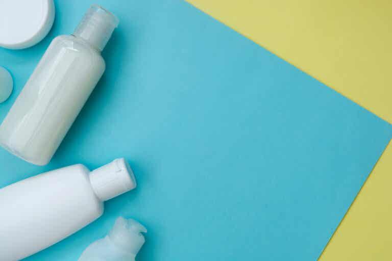 ¿Cómo reciclar botellas de champú?