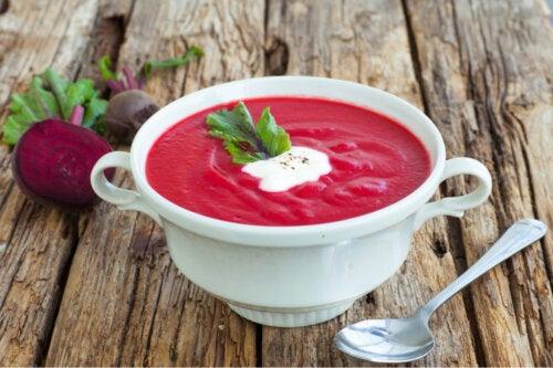¿Cómo hacer sopa de remolacha?