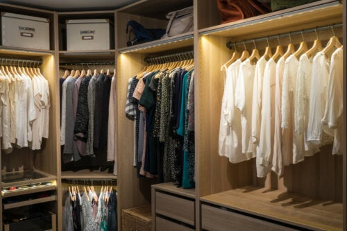 8 claves para iluminar tu vestidor