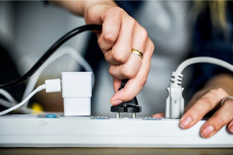 8 ideas para ocultar los cables en casa