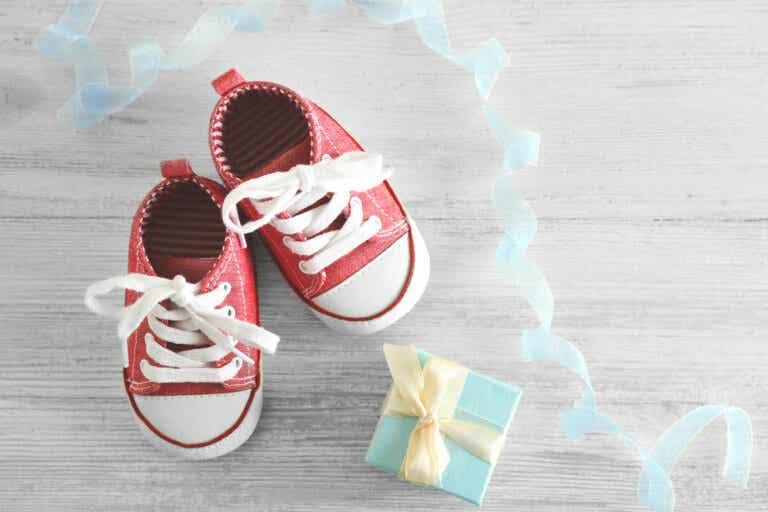 ¿Es recomendable que los niños caminen descalzos?