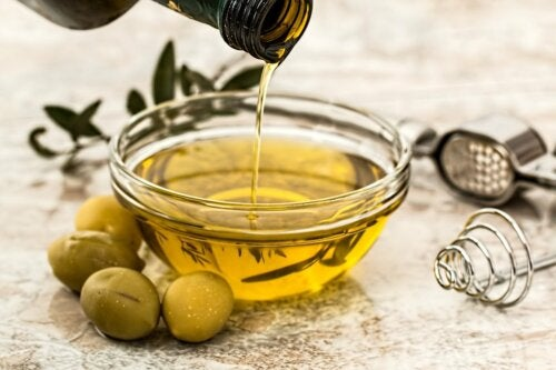 ¿Por qué salen grumos blancos en el aceite de oliva?