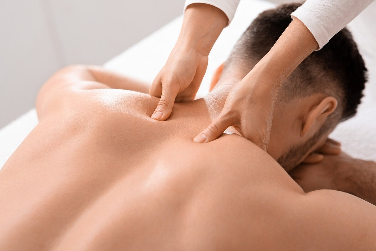 ¿Cómo se realiza el masaje de tejido profundo?