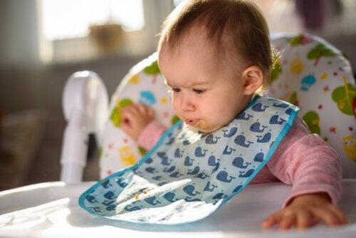 4 primeros alimentos sólidos recomendados para un bebé