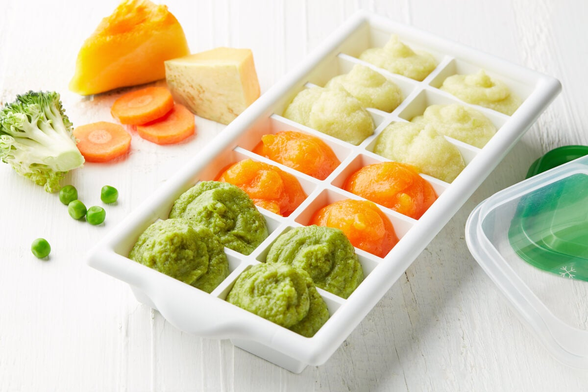 Cubetera para conservar comida de bebé casera.