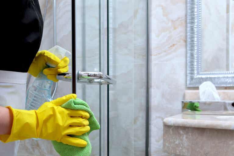 8 consejos para limpiar las puertas de vidrio