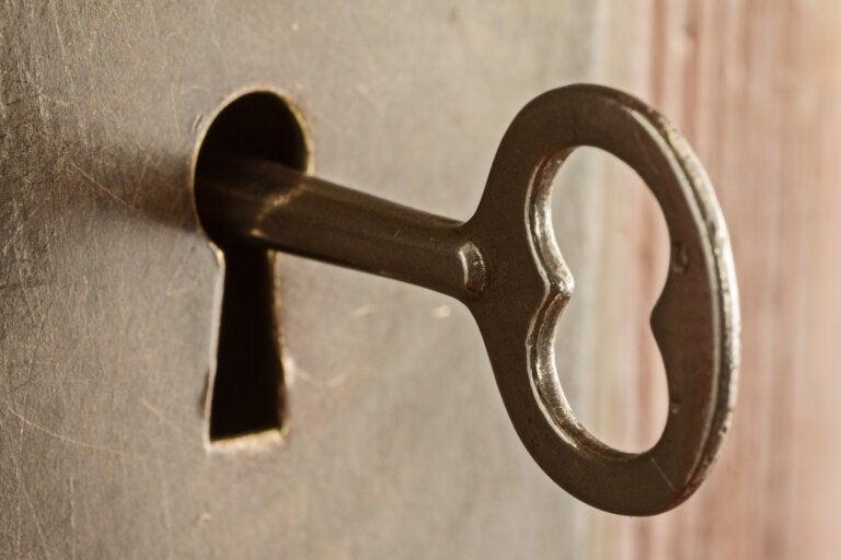 5 trucos para sacar una llave rota de una cerradura