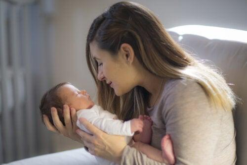 Consejos para estimular la capacidad visual de un bebé