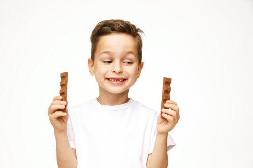 ¿Es seguro que los niños coman chocolate?