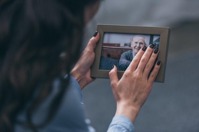¿Cómo honrar la memoria de un ser querido?