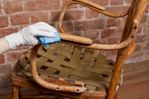3 formas de eliminar barniz de la madera