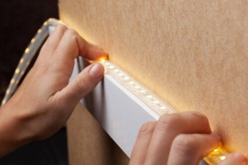 12 ideas para decorar con tiras LED