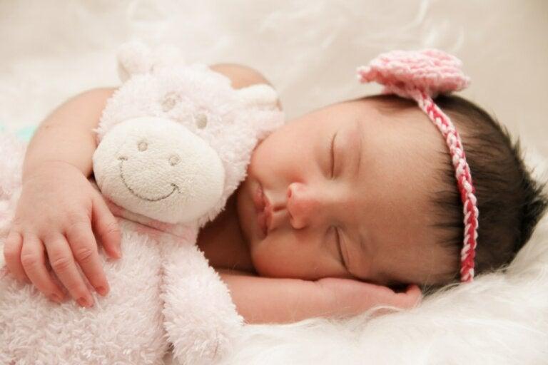 Luz encendida o apagada ¿cómo debe dormir un bebé?
