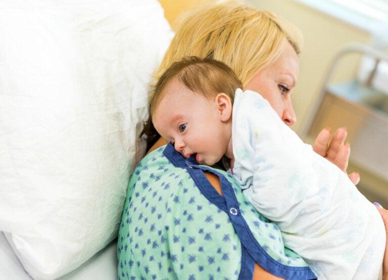 ¿Es necesario que el bebé eructe después de comer?