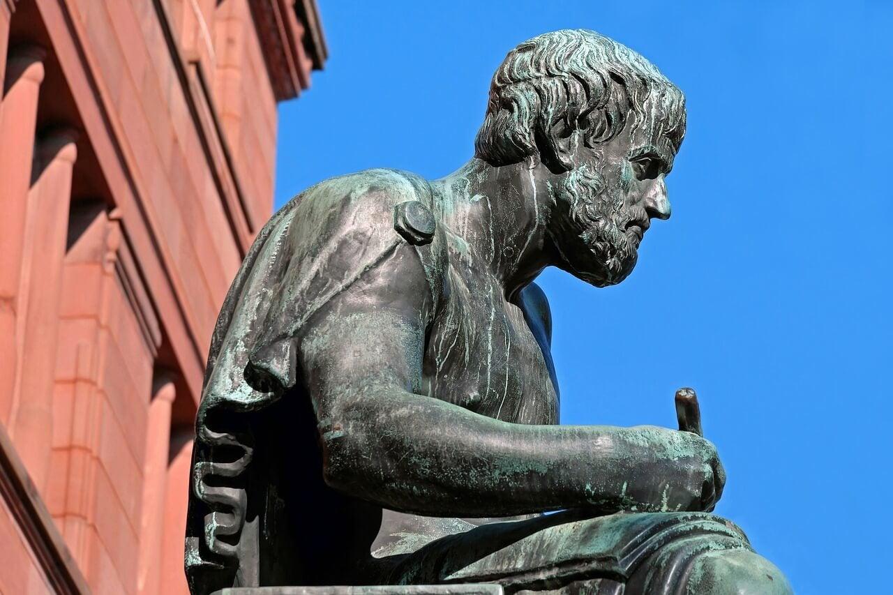 Aristóteles inició el empirismo.