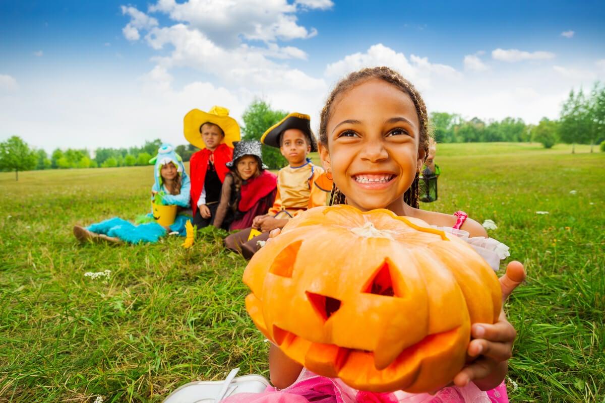Костюмированный праздник для детей летом.