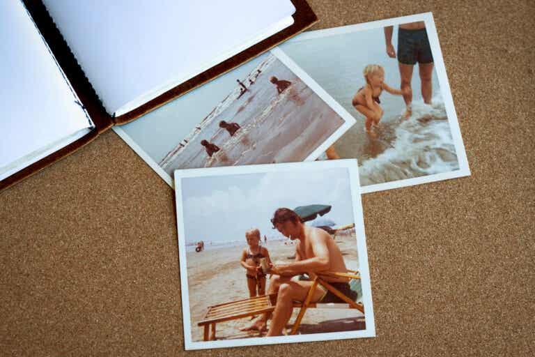 Cómo hacer un álbum fotográfico de material reciclado