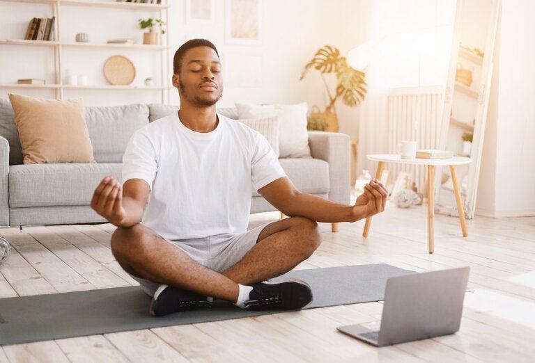 ¿Qué es la meditación Vipassana y qué beneficios aporta?