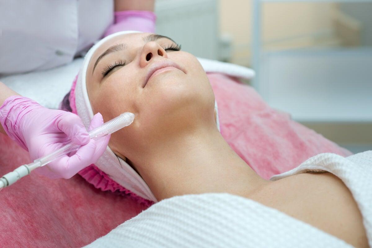 ¿Qué es el procedimiento jet peel y cuáles son sus beneficios?