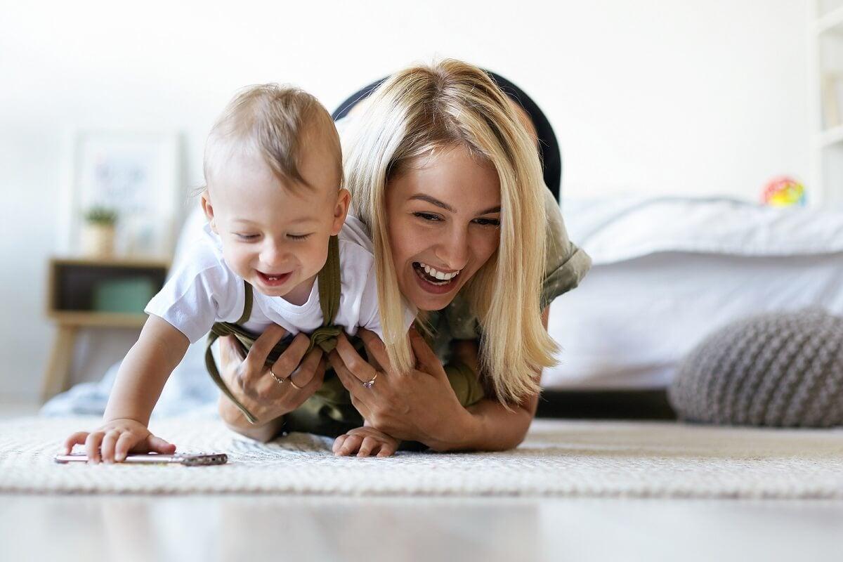 ¿Cómo estimular al bebé para que gatee?