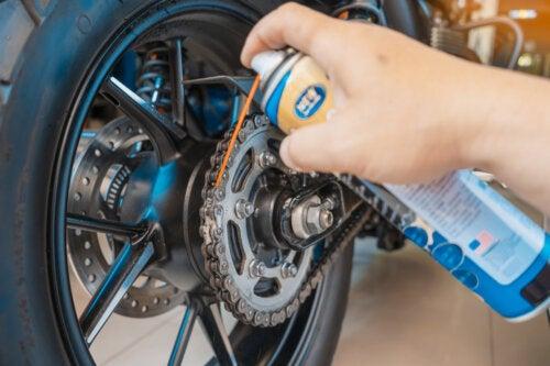 5 consejos para el mantenimiento de la motocicleta en casa