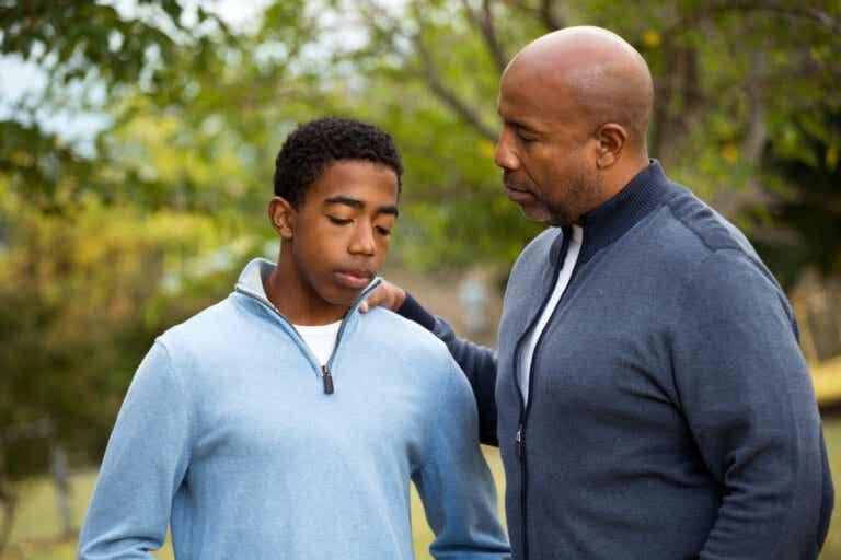 ¿Cómo enseñarle a un hijo adolescente a tomar buenas decisiones?