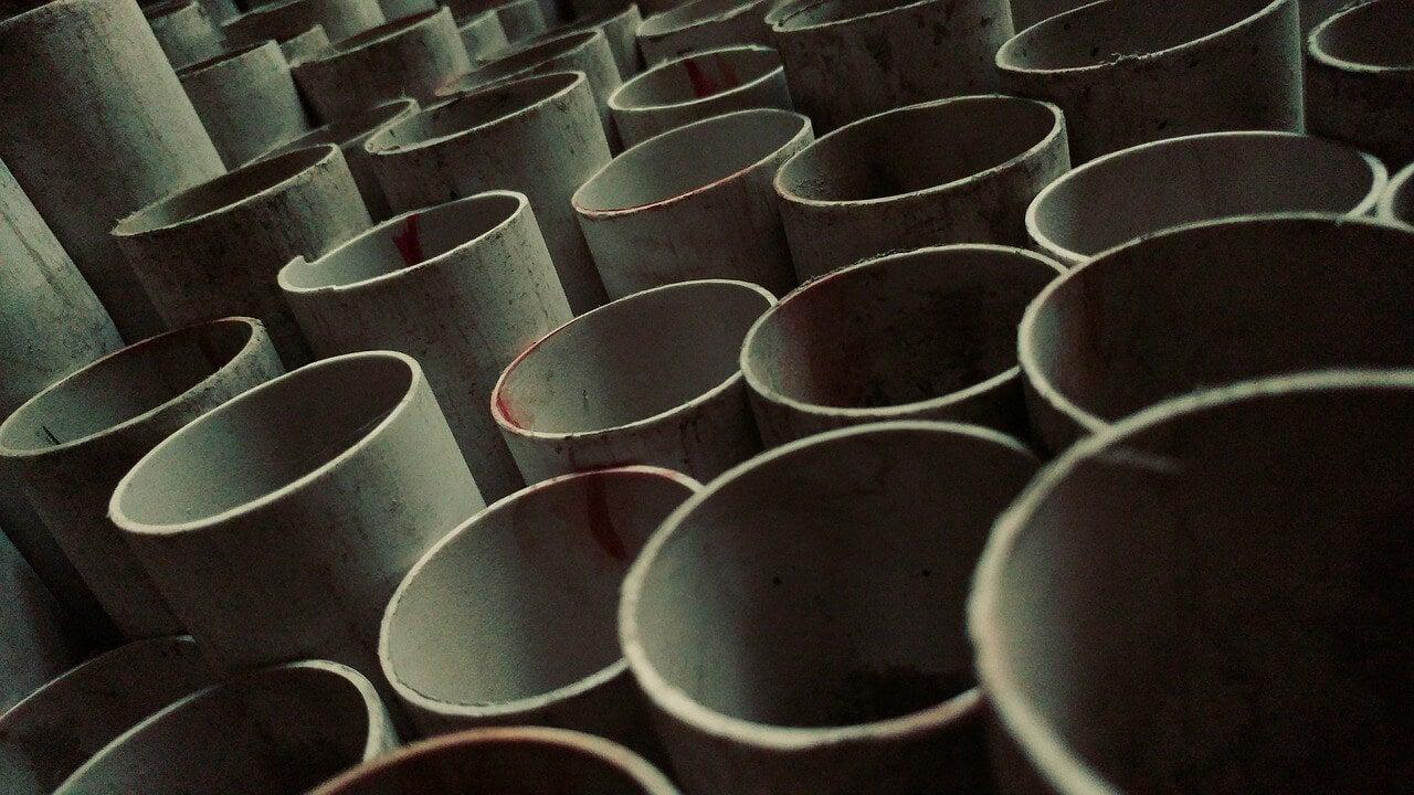 Tubos de PVC para un gimnasio en casa.