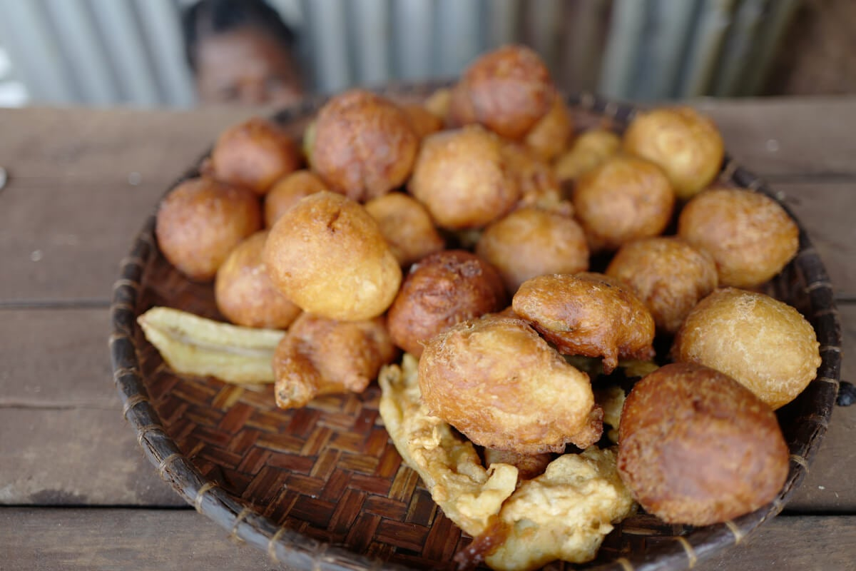 Típicos buñuelos fritos de Asia.