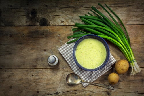 Crema de puerro y patata: receta sencilla y sana