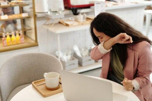 ¿Cómo provocar un estornudo de forma voluntaria?