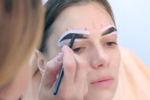 Coloración de cejas con henna: ¿cómo se hace y cuánto dura?