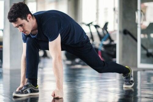 Importancia del calentamiento y el estiramiento en la rutina de ejercicios