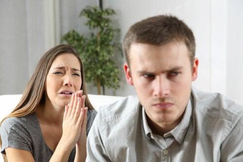 ¿Se debe contar una infidelidad?