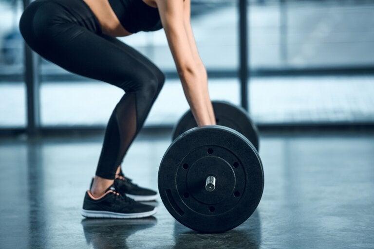 ¿Levantar pesas hace que no crezcas? ¡Descúbrelo!
