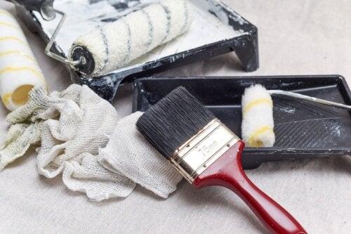 7 consejos para limpiar las brochas y los rodillos