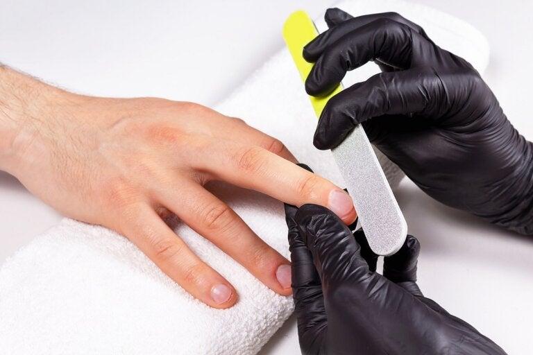 Manicura para hombres: beneficios y procedimiento