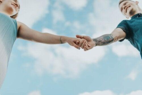 Pareja de hecho: ventajas, desventajas y diferencia con el matrimonio