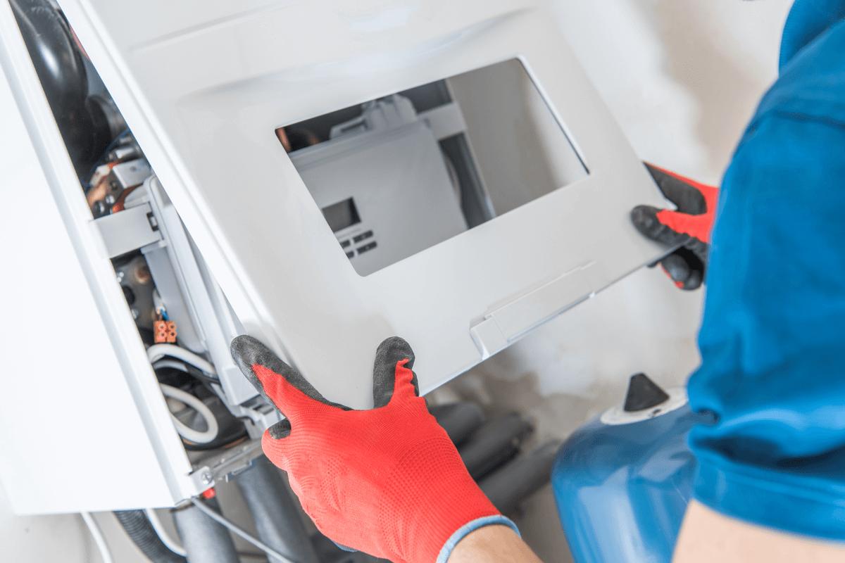 Reparación de una caldera de condensación.
