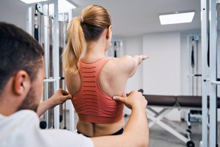 Escoliosis: estos son los ejercicios prohibidos