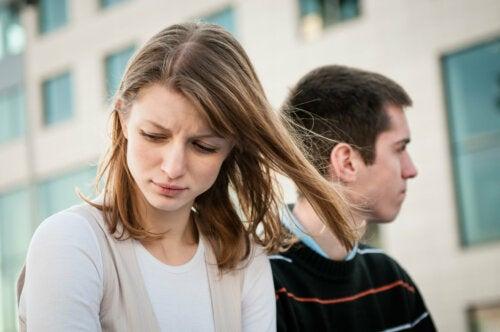 Sentir soledad en una relación: causas y formas de superarlo
