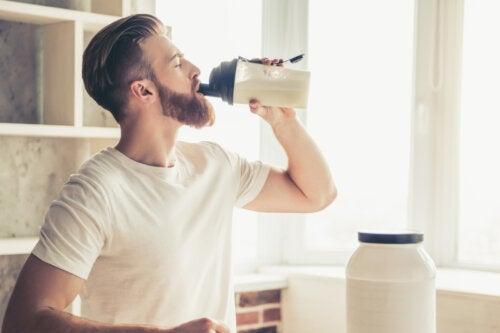 ¿La creatina en las proteínas causa daño renal?