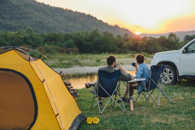 7 cosas que debes llevar en tu maleta si vas de camping