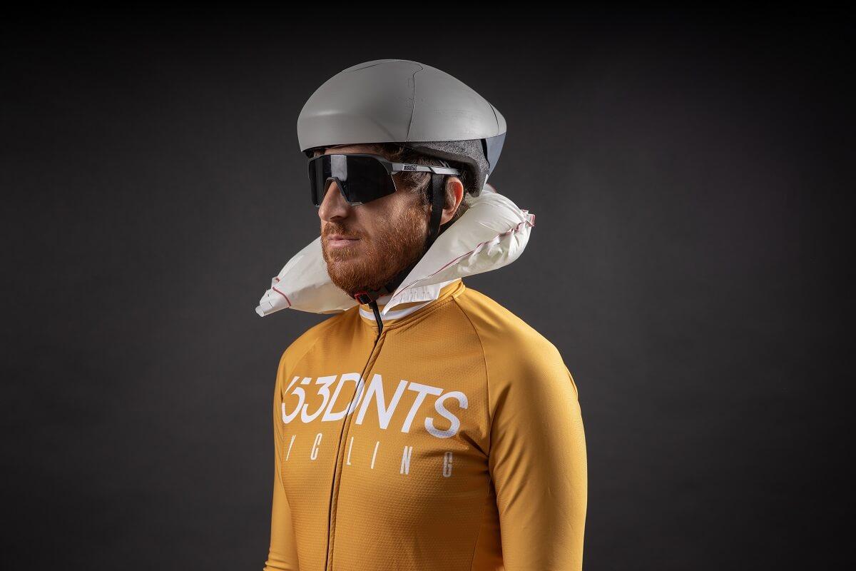 El primer casco en la historia del ciclismo con airbag