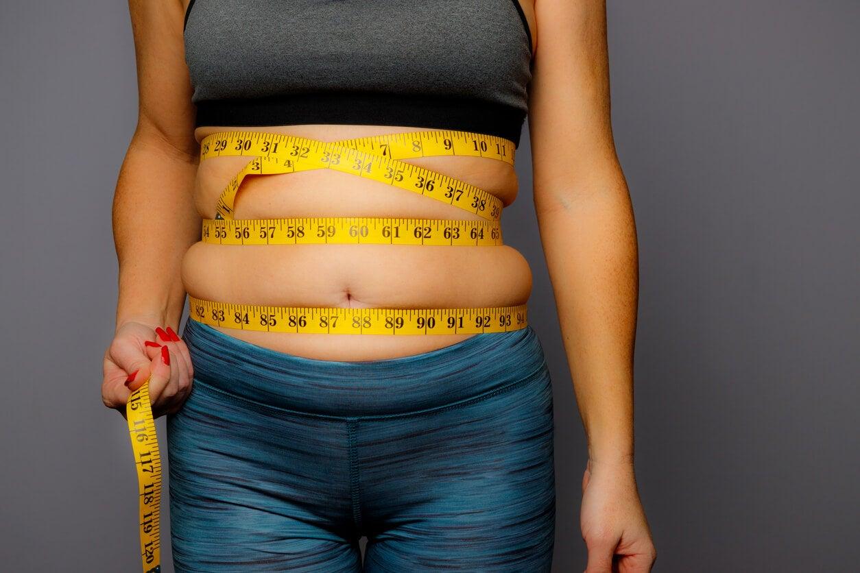 Medir el abdomen.