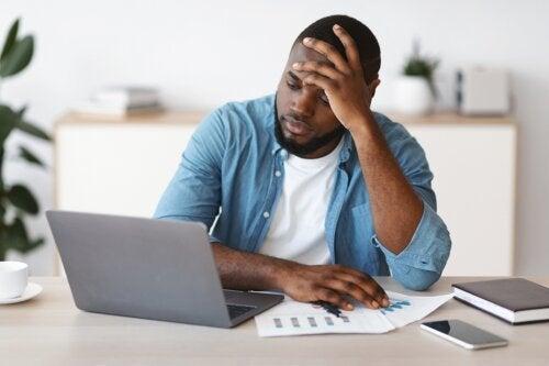 ¿Qué es el tecnoestrés y cómo afecta la salud?