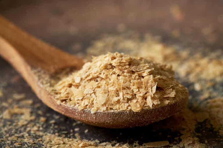 Levadura nutricional: nutrientes y cómo usarla
