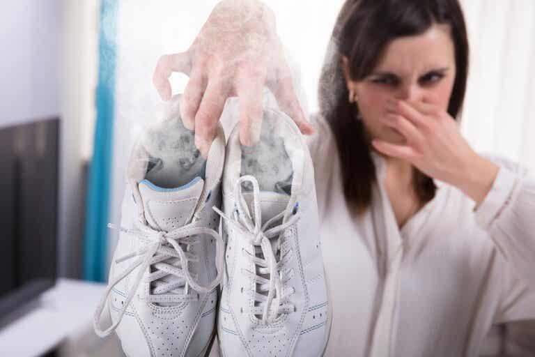 Trucos para quitar el mal olor en las zapatillas de deporte