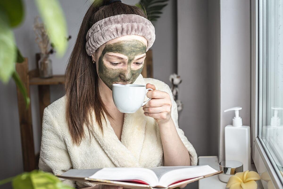 Máscara com bicarbonato de sódio e chá verde