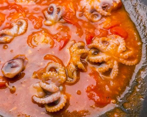 ¿Cómo hacer pulpo en salsa picante?