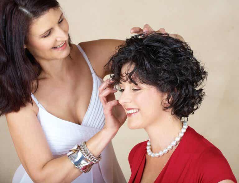 5 trucos para rizar el pelo corto y darle efecto de volumen